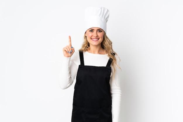 Junge brasilianische kochfrau lokalisiert auf weiß, das eine große idee aufzeigt