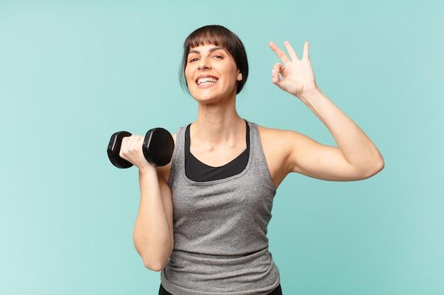 Junge fitnessfrau mit hantel