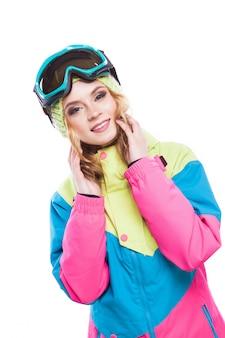 Junge frau im skianzug