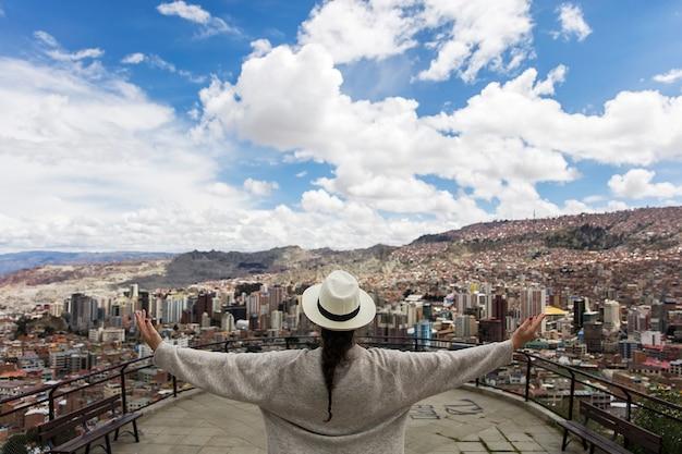 Junge frau in la paz, bolivien