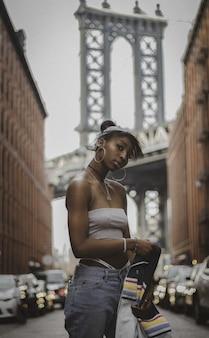 Junge frau in new york