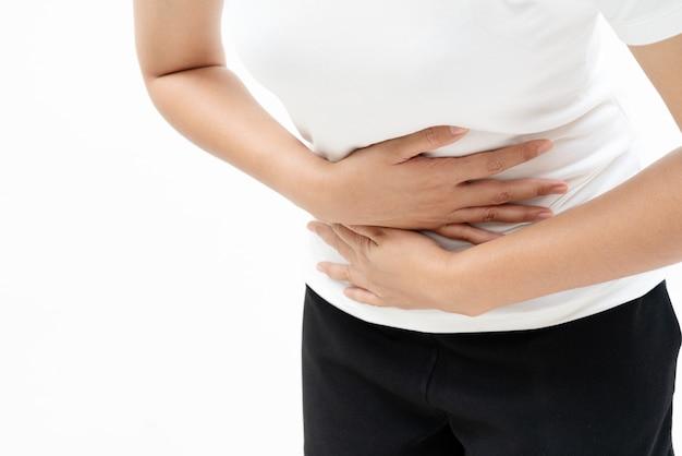 Junge frau leiden unter den bauchschmerzen, die magenschmerzen, symptom von pms glauben