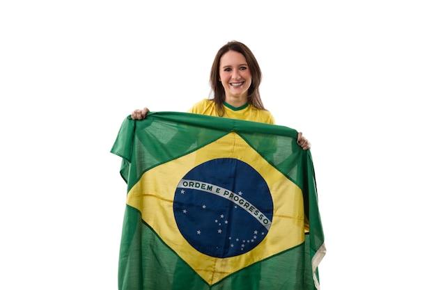 Junge frau mit brasilianischer flagge