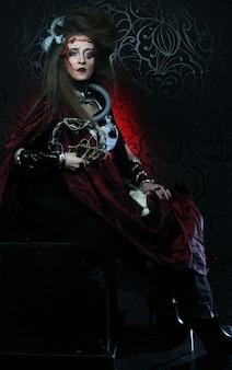 Junge frau mit kreativem make-up. halloween-thema. zombiethema.