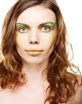 Junge frau mit kreativem make-up