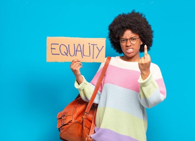 Junge hübsche afro-frauen-gleichstellungskonzept