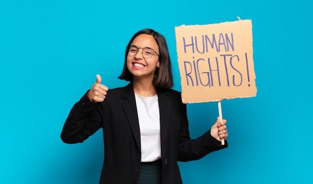 Junge hübsche geschäftsfrau aktivistin mit vorstand