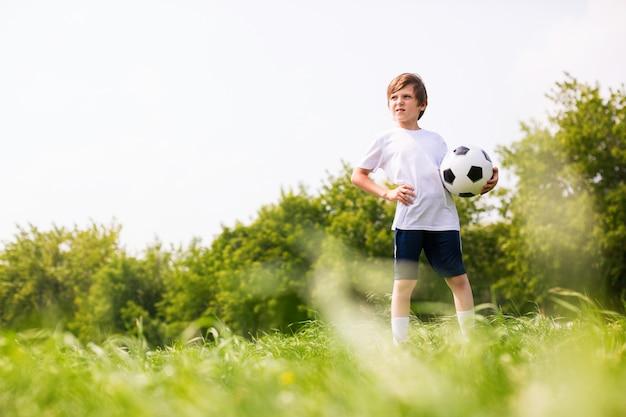 Junge in der fußballmannschaft
