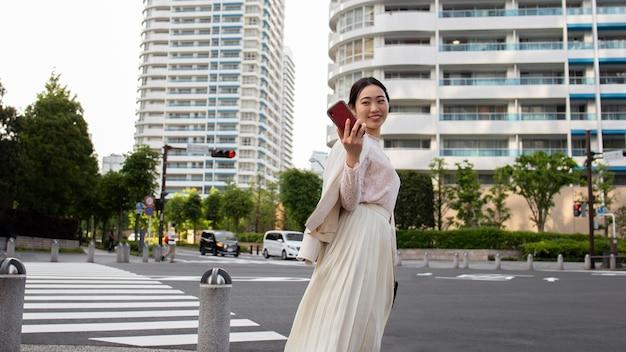 Junge japanerin in der stadt