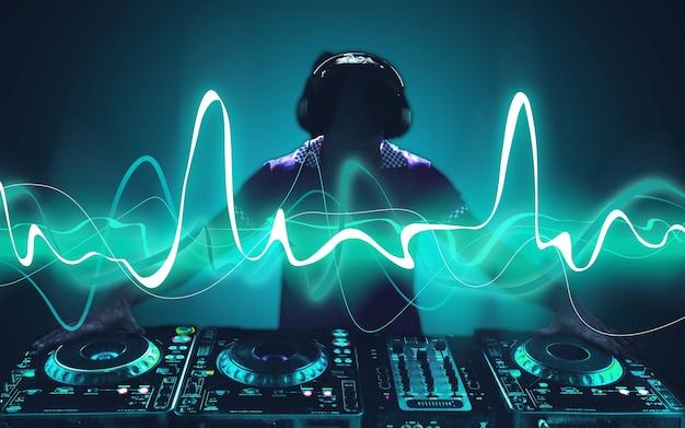 Junge kopfhörer dj nachtleben unterhaltungskonzepte ausrüstung