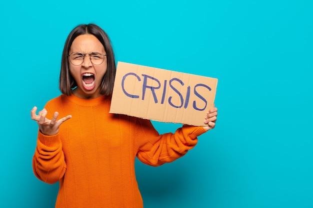 Junge lateinamerikanische frau. krisenkonzept
