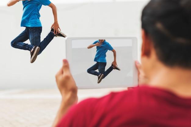 Junge männer breakdance