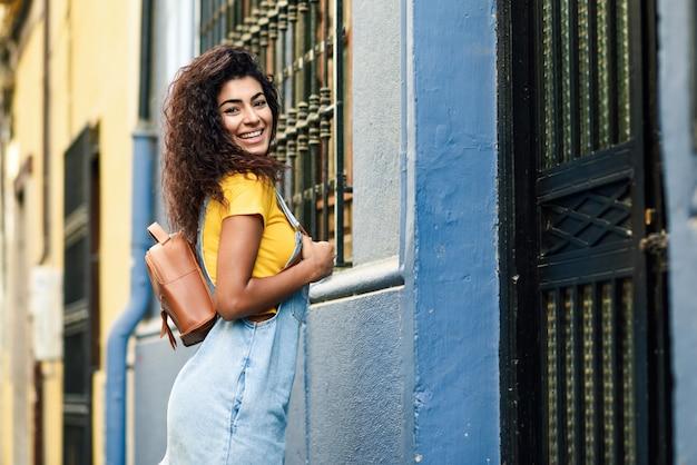 Junge nordafrikanerin, model der mode