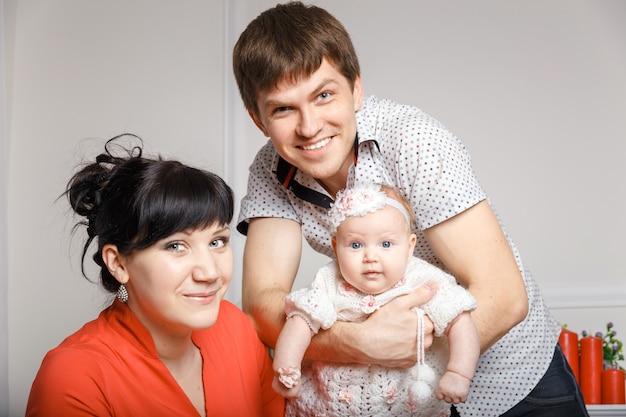 Junge schöne familie