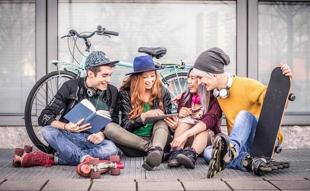 Junge studenten im freien