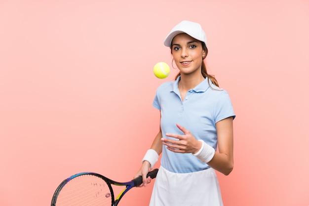 Junge tennisspielerfrau