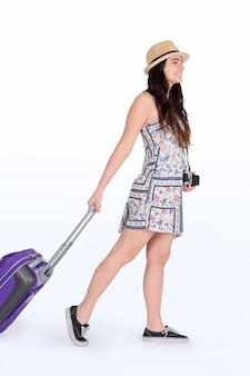 Junge touristische frau mit koffer