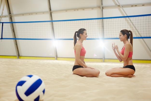 Junge volleyballspieler