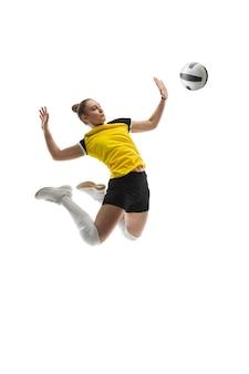 Junge volleyballspielerin auf weißem studio.