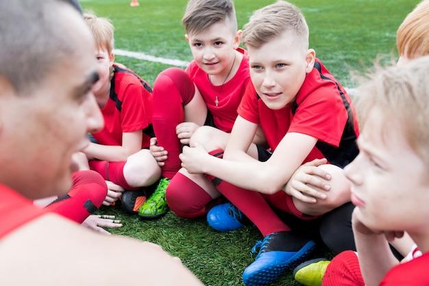 Jungen hören coach