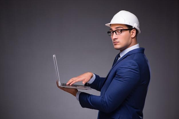 Junger architekt in industriellem