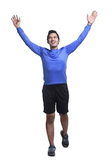 Junger asiatischer mann mit dem sportkleidungslaufen