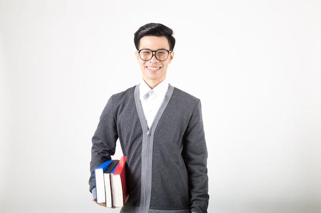 Junger asien-student im aufbaustudium mit zubehör des lernens