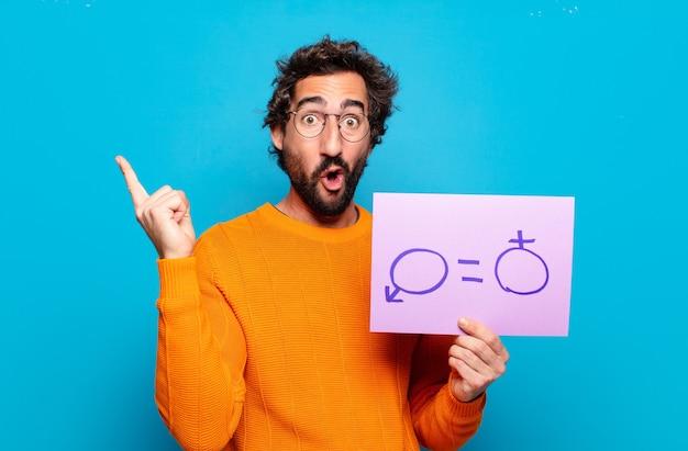 Junger bärtiger mann mit dem banner der geschlechterfreiheit