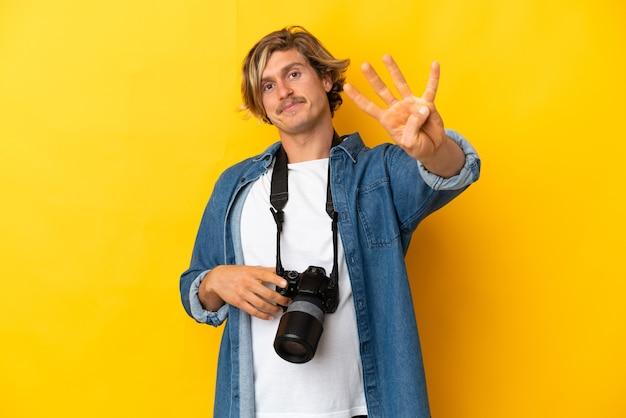 Junger fotograf mann isoliert