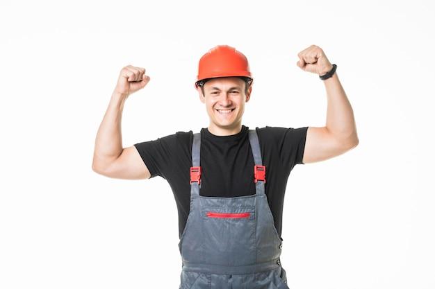 Junger glücklicher handwerker arme hoch