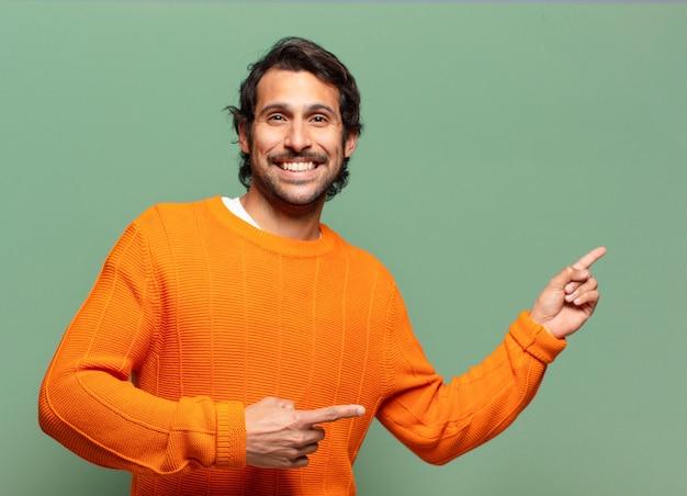 Junger hübscher ausdrucksstarker indischer mann mit einem kopienraum