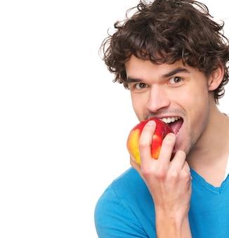 Junger mann, der apple isst