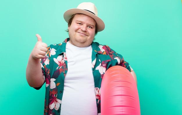 Junger mann der großen größe mit einer flachen wand des aufblasbaren donuts