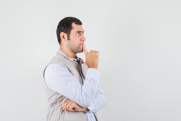 Junger mann im hemd Kostenlose Fotos