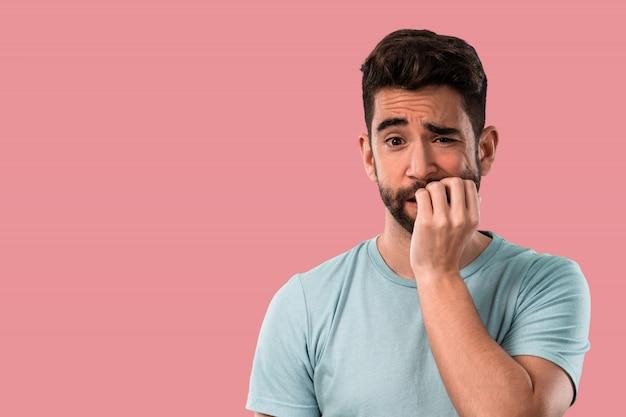 Junger mann nervös und gestresst