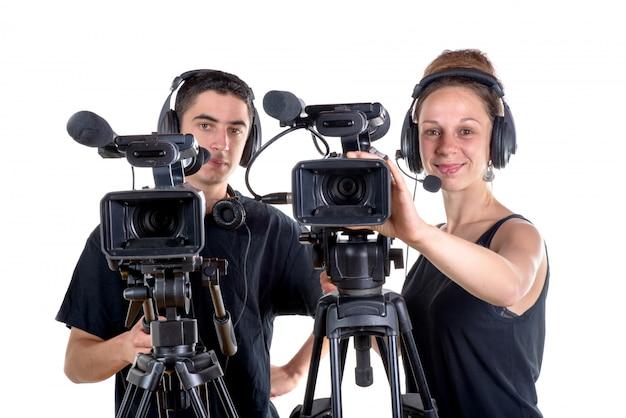 Junger mann und junge frau mit kamera