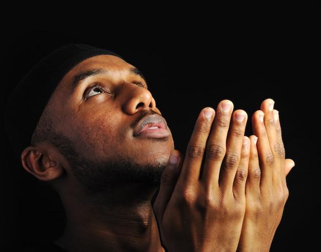 Junger moslemischer mann