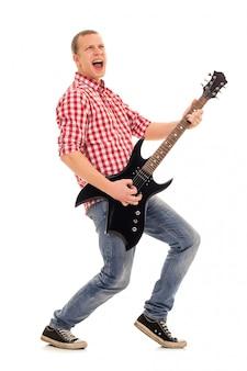 Junger musiker mit gitarre