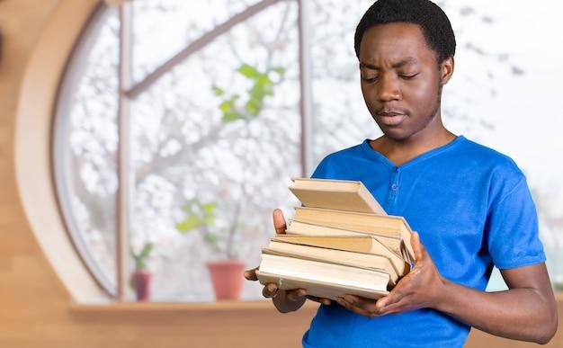 Junger schwarzer student