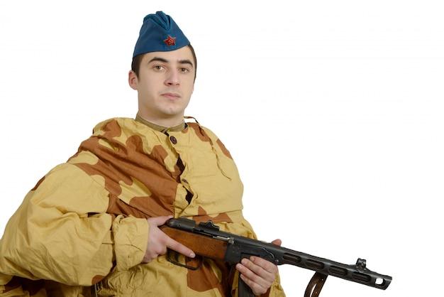 Junger sowjetischer soldat mit maschinengewehr, ww2