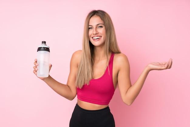 Junger sportblondinehintergrund mit sportwasserflasche