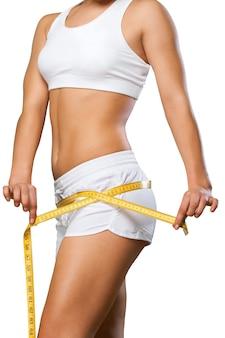 Junger und fitter weiblicher körper