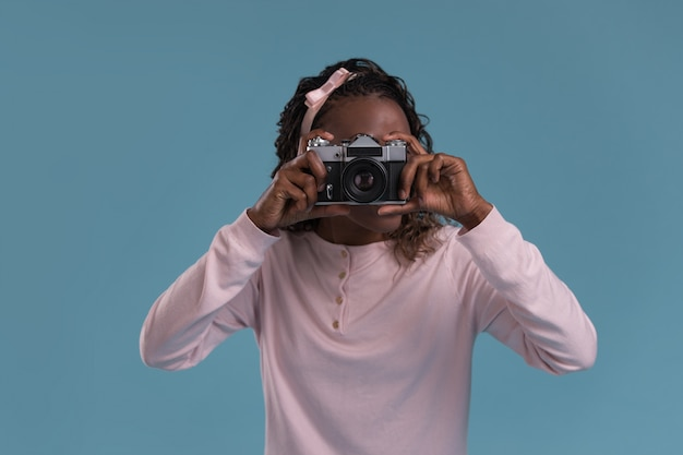 Junges afrikanisches frauenphotographieren