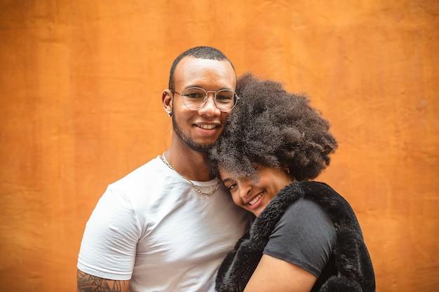 Junges afrikanisches paar verliebt