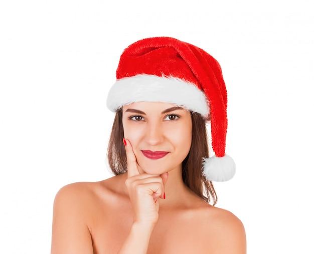 Junges erwachsenes mädchen mit tragendem weihnachtshut