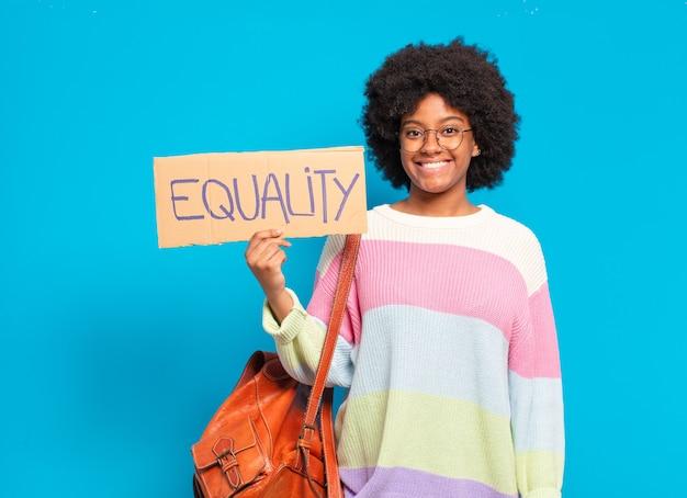 Junges hübsches afrofrauengleichstellungskonzept