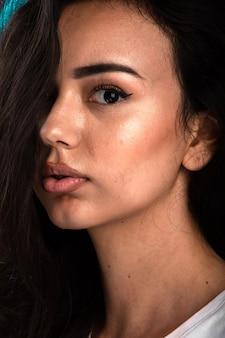 Junges modell in bronze sommer make-up.
