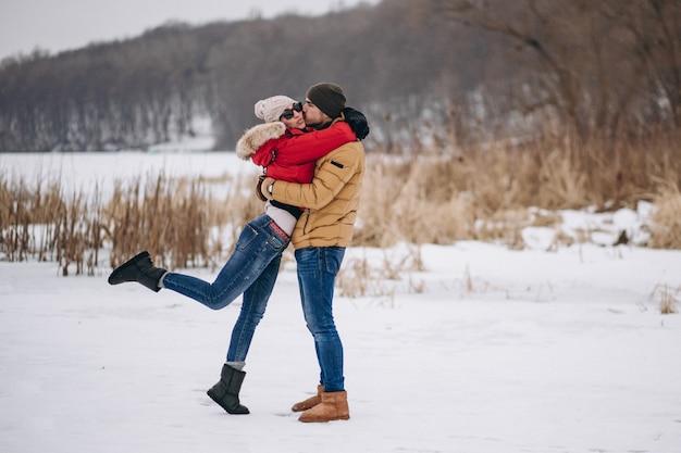 Junges paar am valentinstag