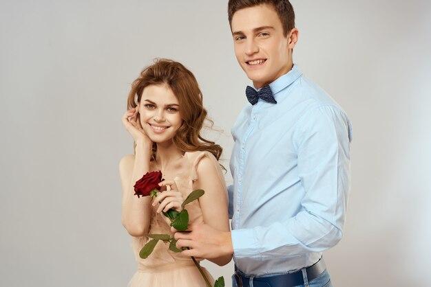 Junges paar charm geschenk rose blume romantik
