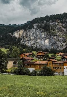 Jungfraujochbahn im lauterbrunnental schweiz dorf in den schweizer alpen bergen
